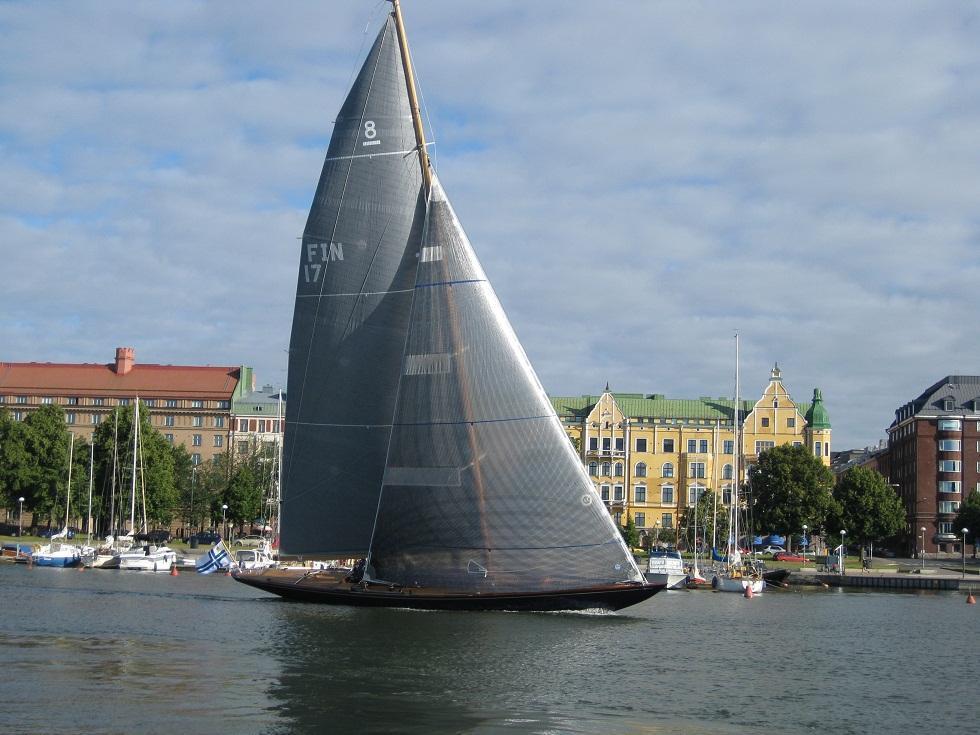8 mR Luna FIN-17