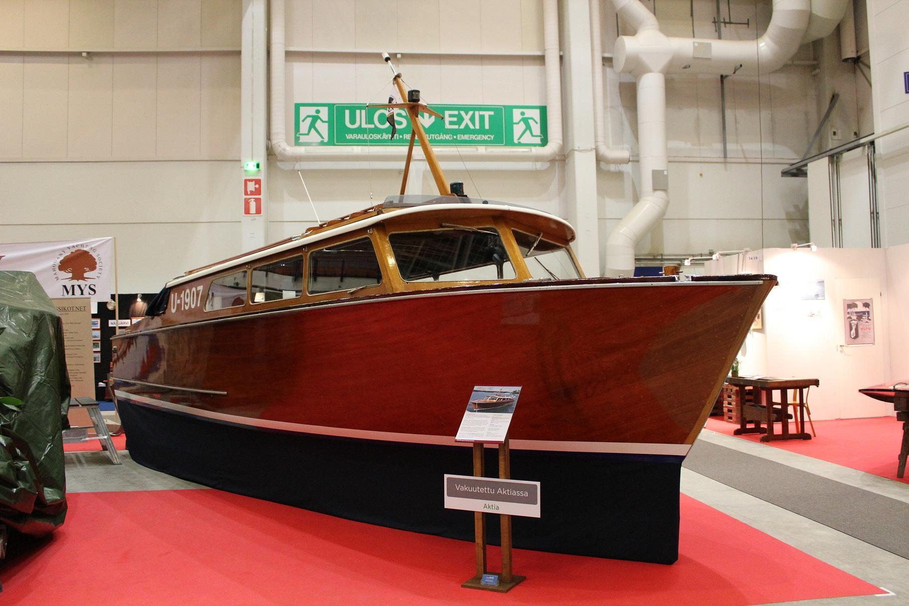 Bastu-Fia, Kråkö Salongsbåt